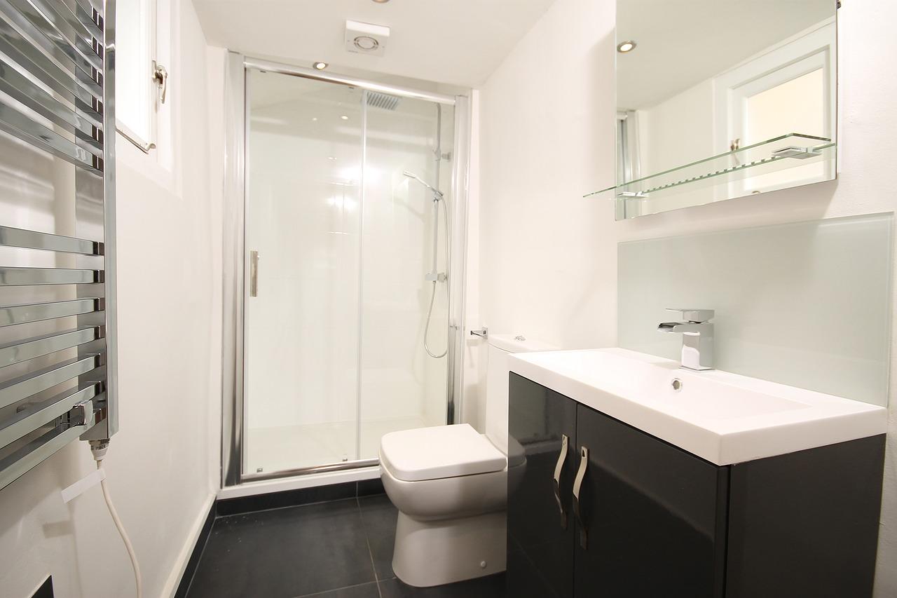 Baignoire ou douche pour viter les fuites plombier - Baignoire bouchee que faire ...